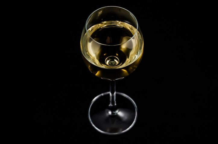 a_glass_of_wine_alcohol_white_wine_a_glass_of_wine-941457.jpg!d
